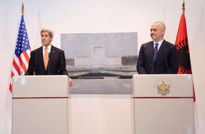 Госсекретарь США Джон Керри посетил Албанию