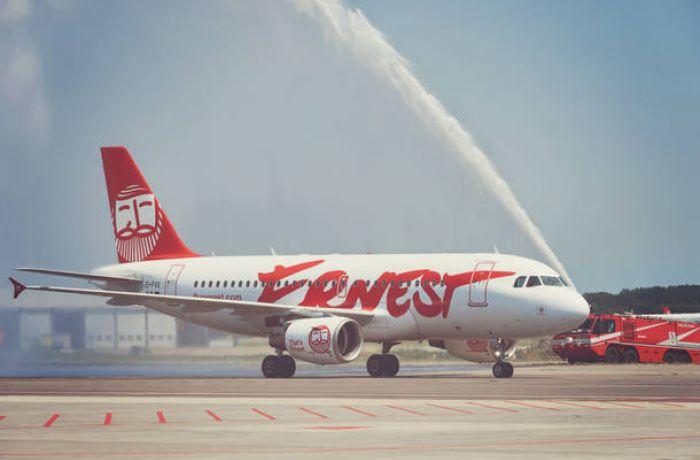 Добраться на отдых в Албании в 2017 году можно на борту авиалайнера Ernest Airlines