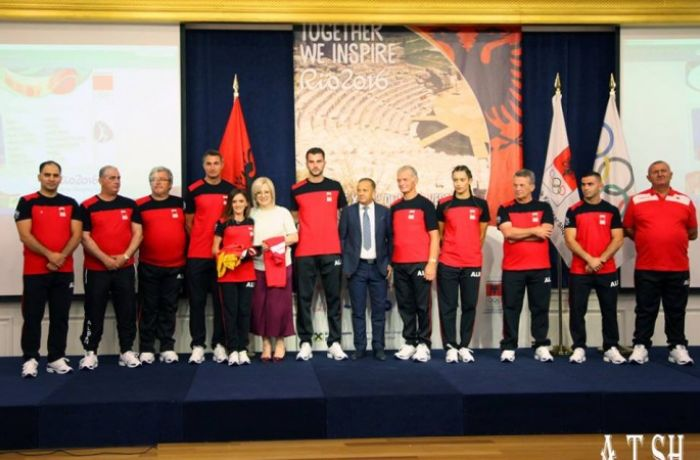Участникам Олимпийских игр 2016 в Рио от Албании был вручен национальный флаг