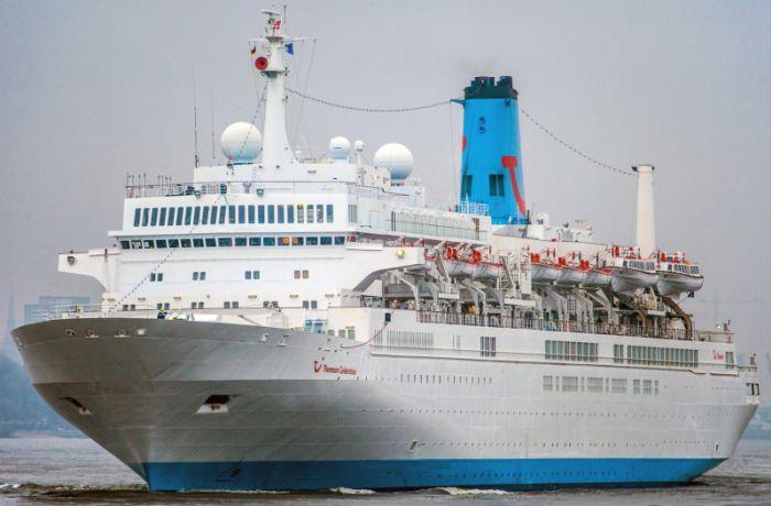Круизный лайнер Thomson Celebration привез 1.2 тыс. туристов в Дуррес