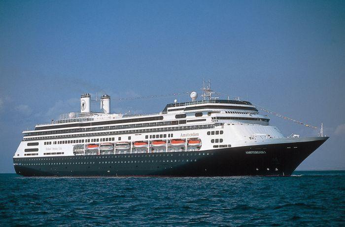 Круизные лайнеры все чаще заходят в порт албанского курорта Саранда