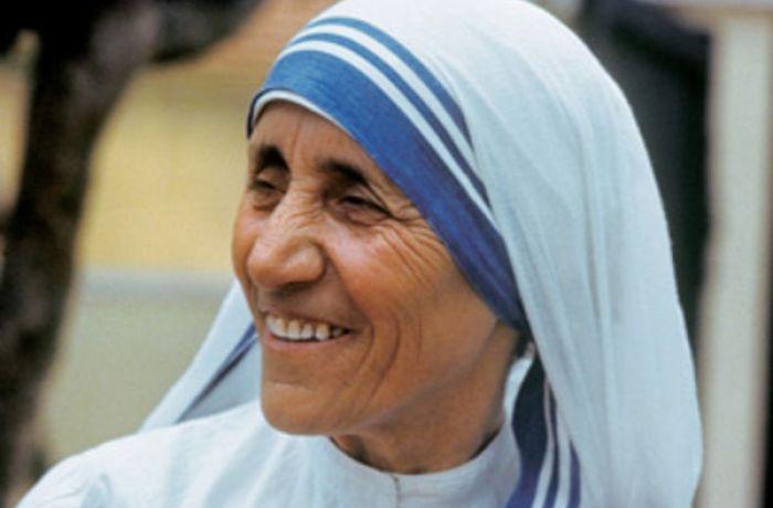 Причисление Матери Терезы к лику святых приветствовали в Албании и во всем мире