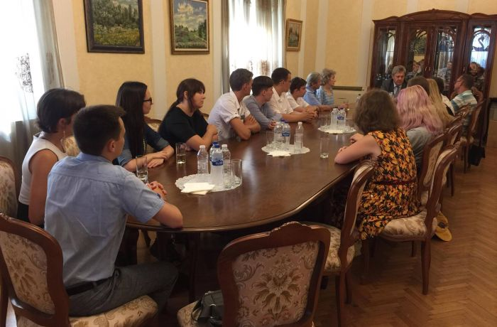 Посол РФ в Албании встретился с преподавателями и студентами из России, изучающими албанский язык