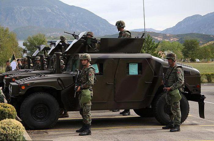 Армия Албании пересаживается на американские вседорожники Humvee