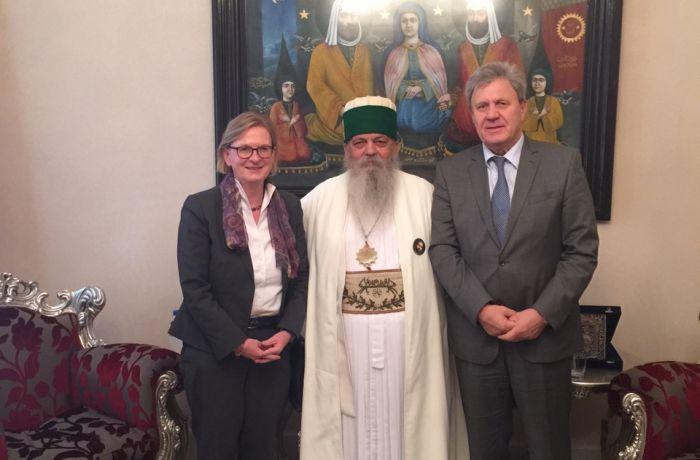 Посол России в Албании поздравил Всемирного старейшину бекташей с днем Ашура