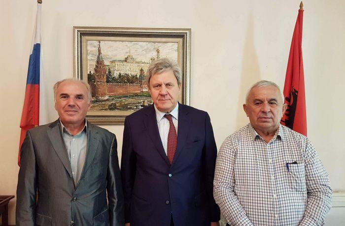 Российский посол в Албании встретился с албанским поэтом Зогаем и директором издательского дома «Фан Ноли» Хидой