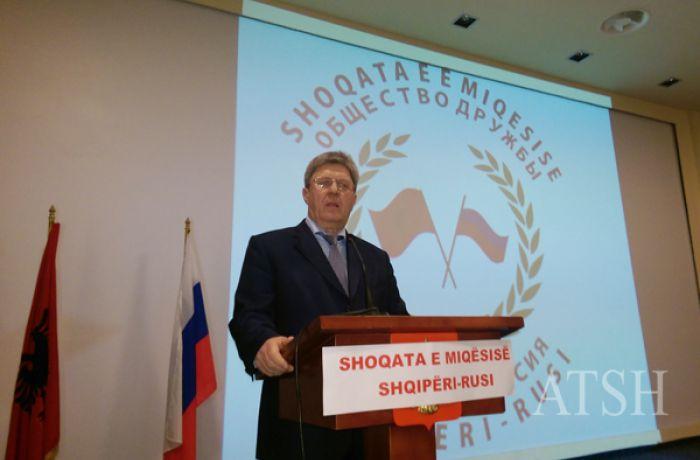 Российский посол вручил награды выдающимся албанцам и открыл фотовыставку в Тиране