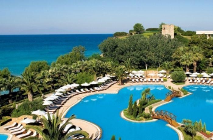 4-5-звездочные отели в Албании стоимостью более €8 млн. освободят от налогов, критика МВФ